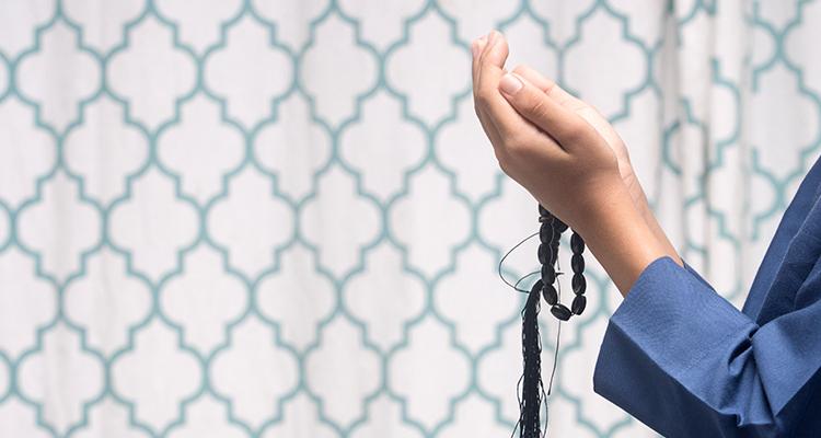 Seorang-anak-sedang-membaca-doa-750x400.jpg