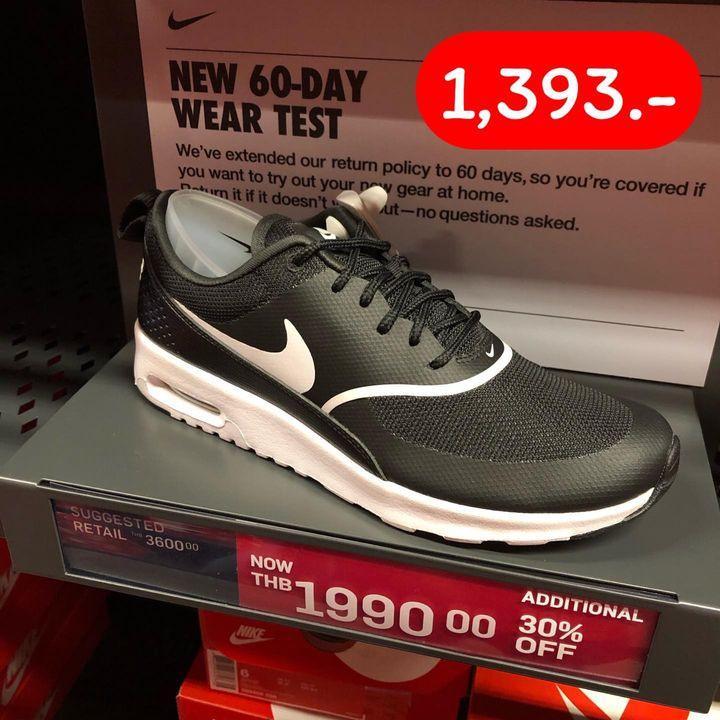รองเท้ากีฬาสีดำ