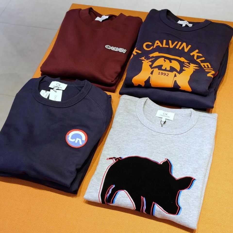 Calvin Klein เสื้อยืด