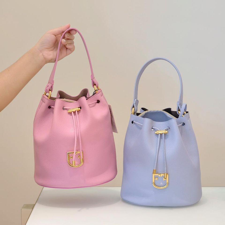 กระเป๋า FURLA สีฟ้า