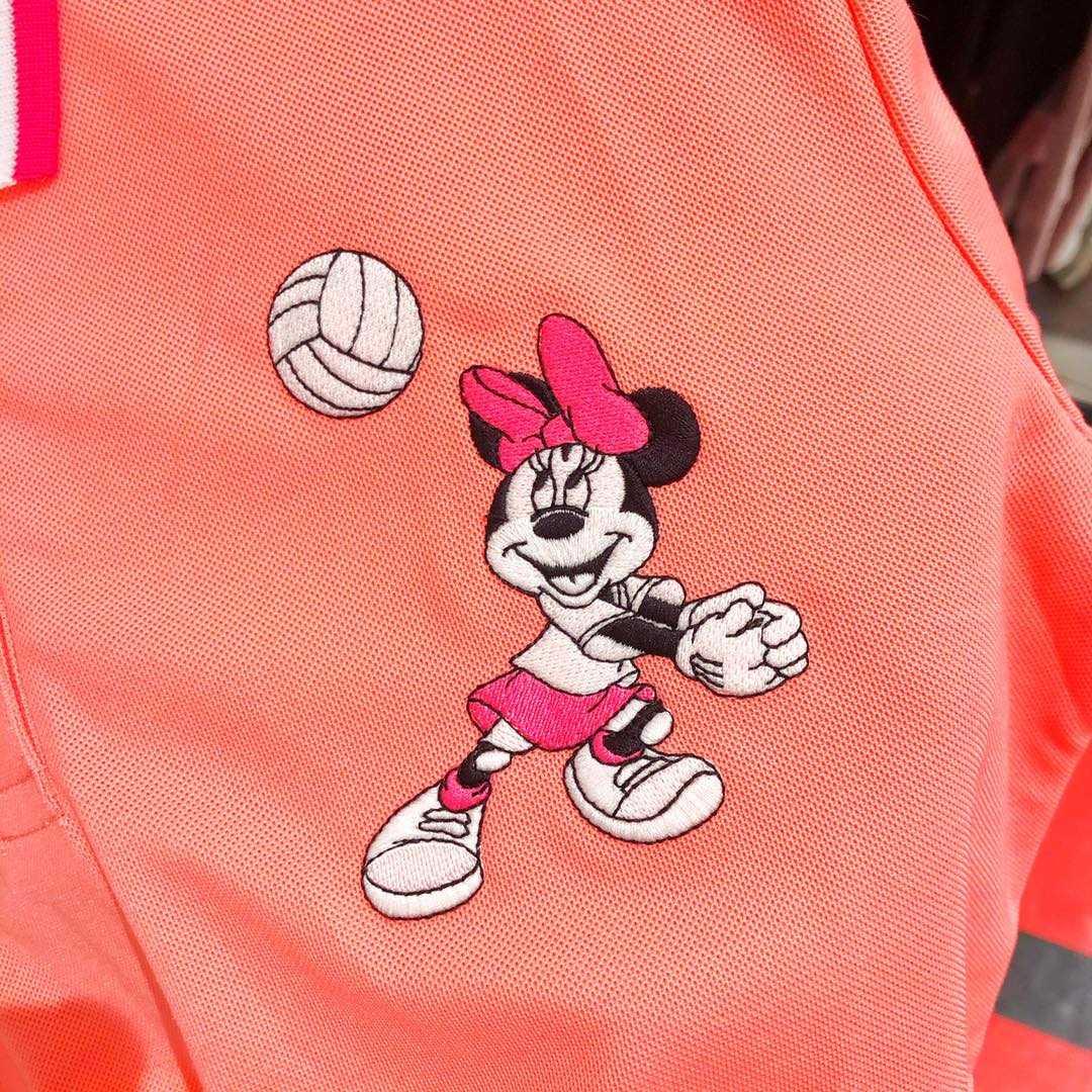 เสื้อมิกกี้ เล่นเวอลเลย์บอล