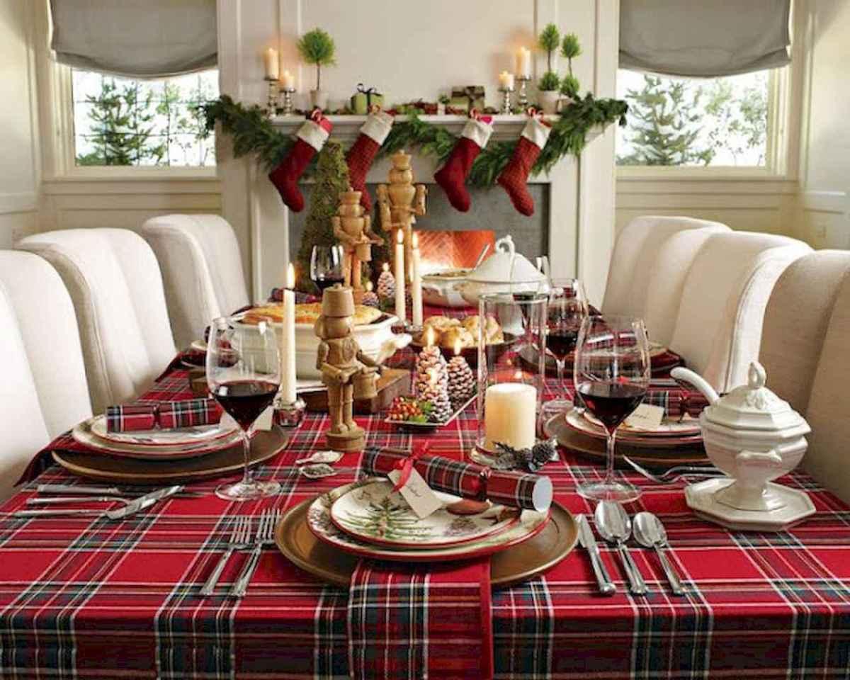 Hiasan Natal di Meja Makan