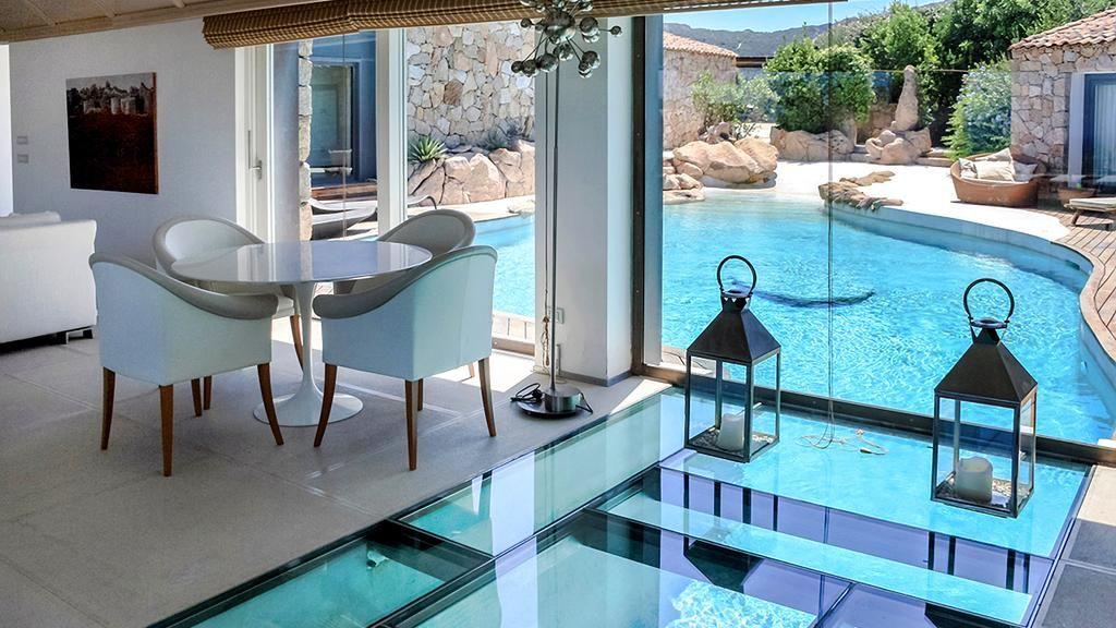 Rumah dengan Lantai Kaca