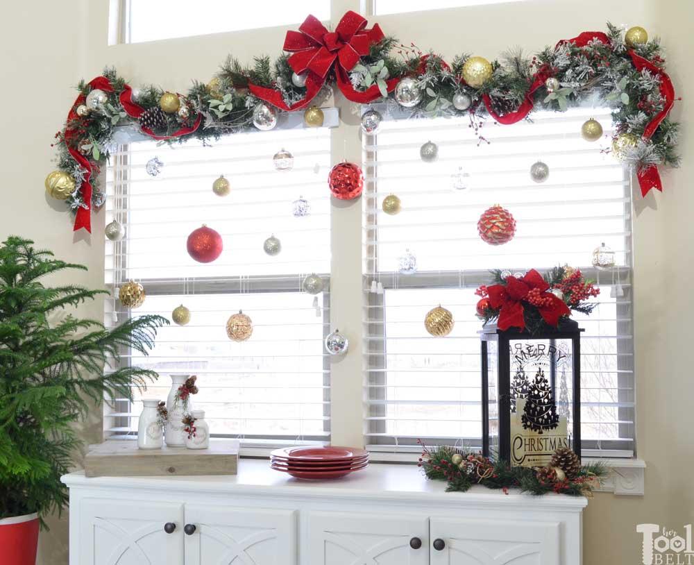 Hiasan Natal di Pintu dan Jendela
