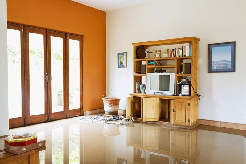 Cara Membersihkan Furniture Kebanjiran