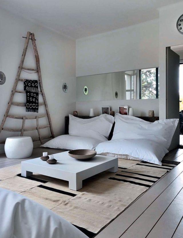 12 Panduan Bikin Ruang Tamu Tanpa Kursi Tetap Cantik Artikel Spacestock