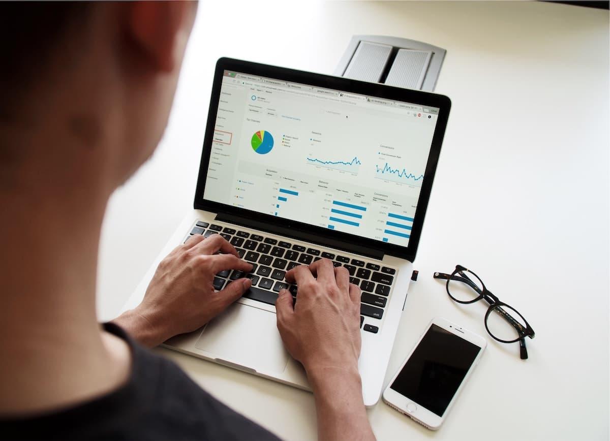 Chăm sóc khách hàng hiệu quả với phần mềm quản lí khách hàng chuyên nghiệp