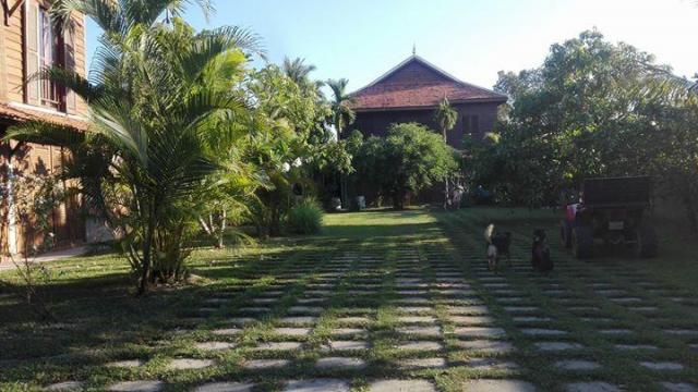 Large Khmer wooden home for rent in Siem Reap - 1/1