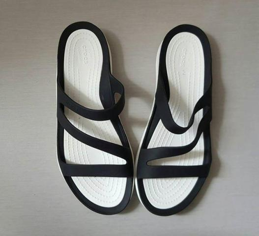 women crocs sandals for sale in Cambodia - 2/7