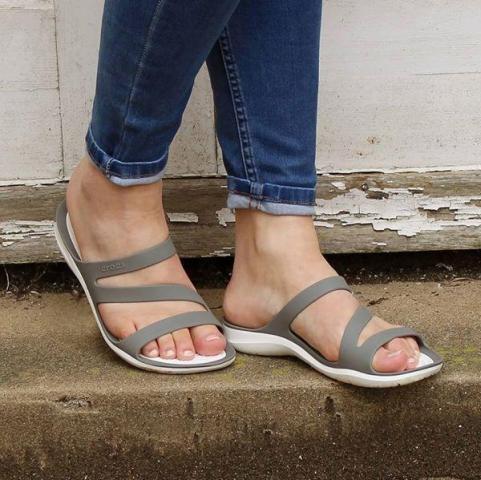 women crocs sandals for sale in Cambodia - 3/7
