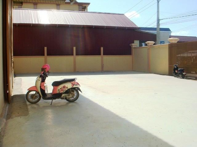 large warehouse for rent in Sen Sok area - 3/8