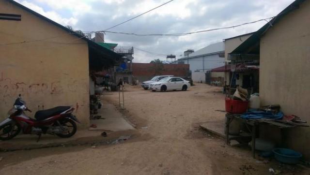 Land for Sale on Road N.4 Near Bek Chan Market - 1/3