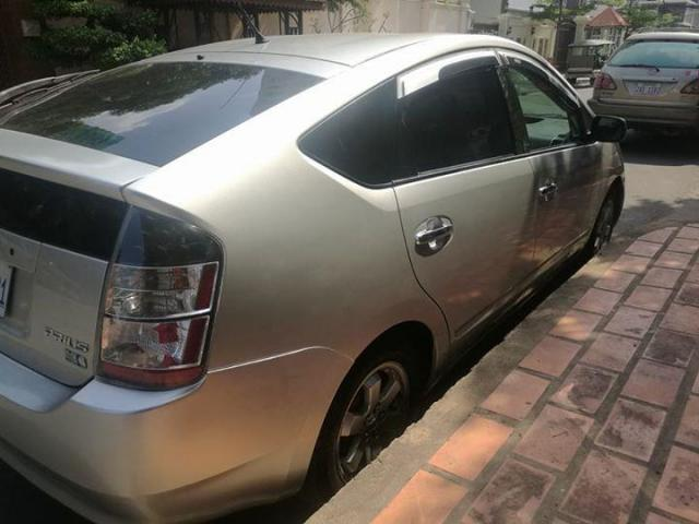 Prius 05 half full very new - 2/4