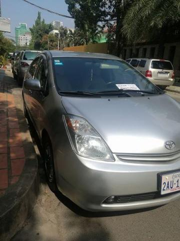 Prius 05 half full very new - 3/4