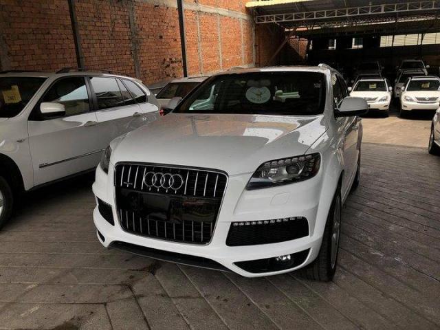 Audi Q7  - 1/3