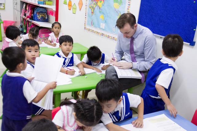 ESL Teacher needed in Phnom Penh - 2/3