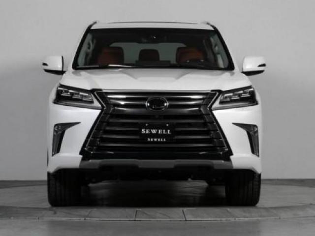 URGENT Selling my used 2017 Lexus lx570 GCC Specs full option - 1/1