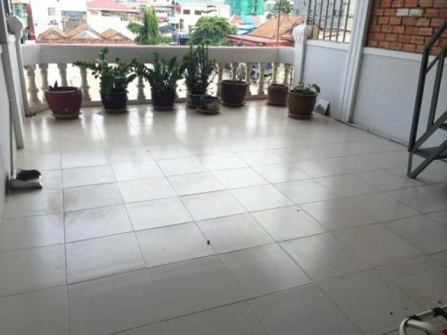 Very big balcony with furnished 2 beds $300/month near BKK1 - 1/1