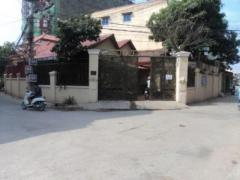 Whole villa for rent in front of Phnom Penh Sport Club, 3 Br and on the corner street=650$/month