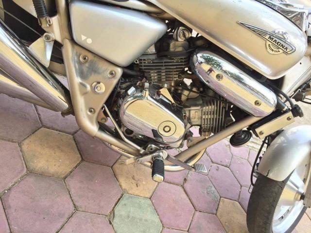 Honda Magna - 3/5