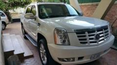007 White Escalade (NO SCRATCHES OR DINTS) LOOKS BRAND NEW