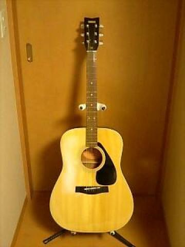 Used Yamaha FG Acoustic Guitar  - 2/2