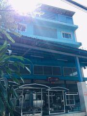 ขายด่วน อาคารพาณิชย์ 3.5 ชั้น + ดาดฟ้ามุงหลังคา + โกดัง