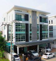 Home office เลียบทางด่วนรามอินทรา ติดถนนนวลจันทร์  ตึกแรกหัวมุม 4 ชั้น 2 ห้อง ตกแต่งสวยพร้อมใช้เป็นออฟฟิศ  ด่วน!!! พิเศษ ขายถูกกว่าโครงการ