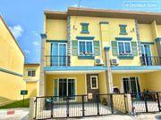 ให้เช่าบ้านทาวน์โฮม หมู่บ้านโกลเด้นทาวน์ศรีราชา-อัสสัมชัญ Golden town sriracha  4 นอน 3 น้ำ 2 ที่จอดรถ บ้านกว้าง สไตล์อิตาลี (ห้องกลาง)