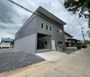 ให้เช่าอาคาร 2 ชั้น  ลำลูกกา ขนาด 68 ตรว ใกล้ตลาดเสมาฟ้าคราม  มี 4 ห้องนอน 2 ห้องน้ำ