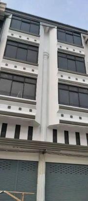 BS610ขายอาคารพาณิชย์ 4 ชั้นครึ่ง 2 คูหา รีโนเวทใหม่ ริมถนนรามอินทรา กม 7