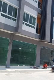 ให้เช่าอาคารพาณิชย์ 4 ชั้น  ติดถนนติวานนท์ ใกล้กรมที่ดิน ตรงข้าม รร.อัมพรไพศาล เมืองทองธานี