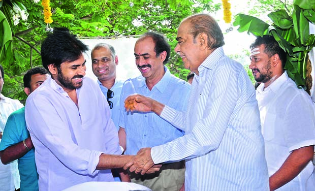 Actor Pawan Kalyan (Photo: DC)