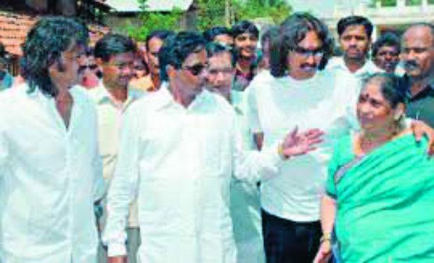 Late S. Bangarappa with his wife and sons Kumar and Madhu Bangarappa
