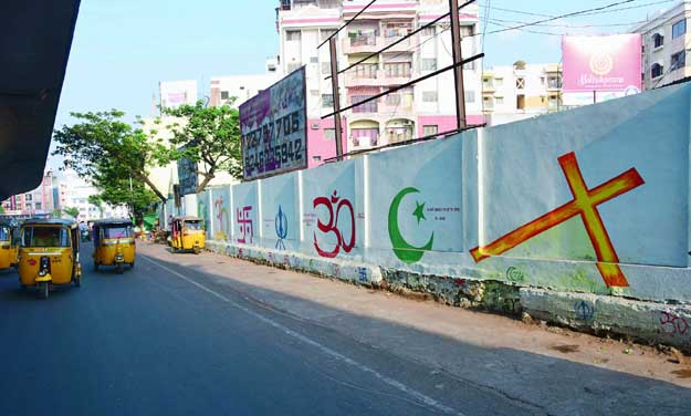 Religious symbols painted on the walls of Mehdipatnam in a bid to  curb the menace of public urination. (Photo: DC)