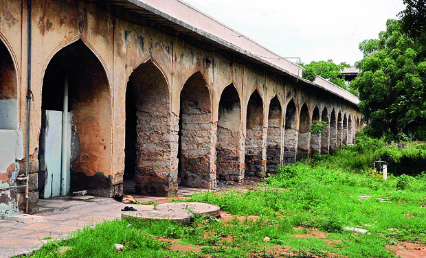 Guesthouses The sarai (guesthouse) at the Hayat Bakshi Begum mosque in ruins. Repair work at the sarai was halted six months ago due to non-availability of funds. 	(Photo: DC)