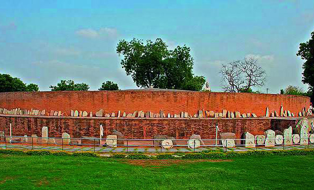 Amaravati Stupa: A Rich treasure of Buddhist artefacts were unearthed at this stupa in Guntur, which are now present in many museums across the world. Dates back to the rule of King Ashoka and was erected during the Mauryan rule (3rd Century B.C.)