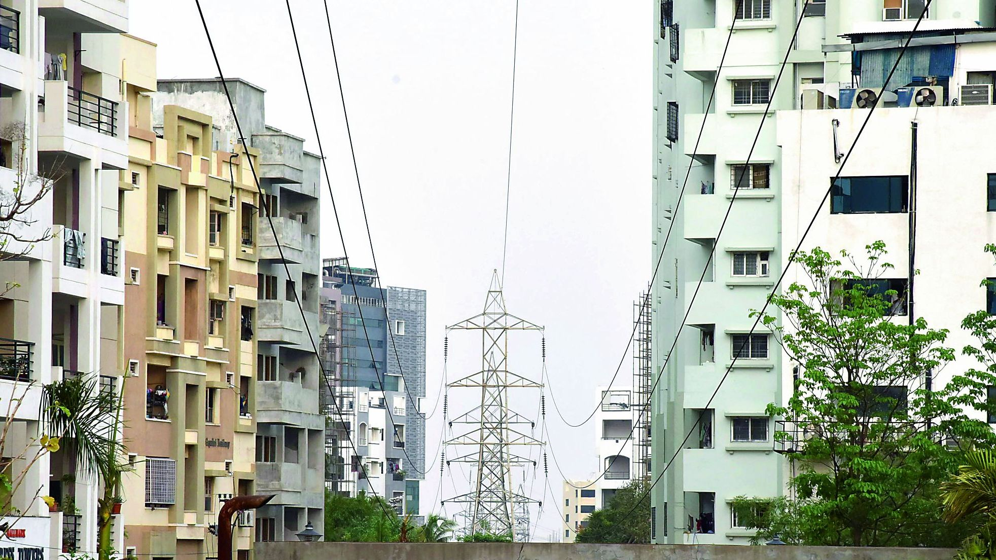 Danger zone: Live electricity wires endanger citizens lives in ...