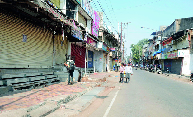 Shops in Sultan Bazaar were closed in protest against the Metro Rail project, which confirmed the route which would lead to demolition of establishments. (Photo: DC)