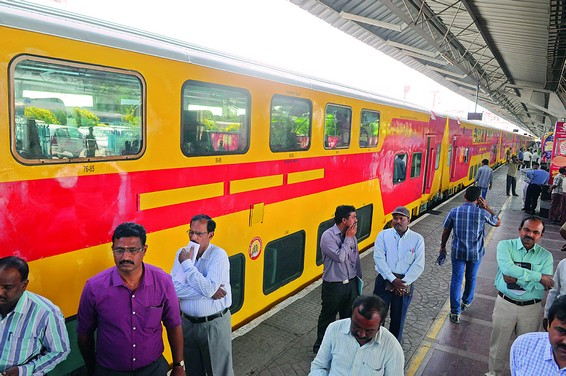 The Kachedguda-Tirupati double decker train offer a comfortable day-time journey to Tirupati.