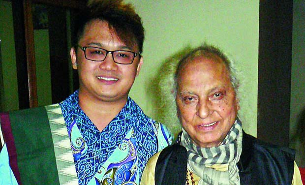 Pandit Jasraj with Chong Chiu Sen at the Rotary Club.