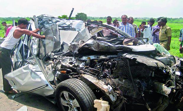 Kin Of Excise Official Die In Crash