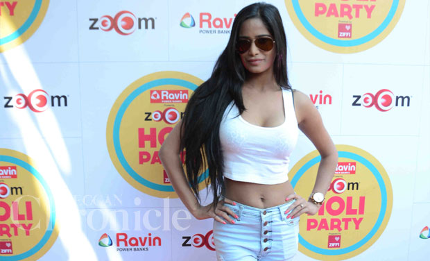 It was the same for Poonam Pandey. She arrived in a low neck top and ded51722a