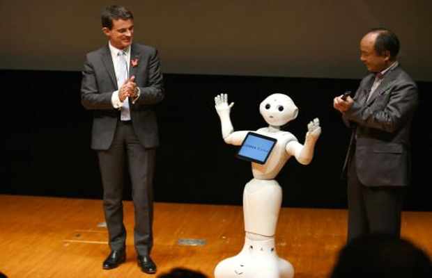 French PM jokes with robots during Japan visit