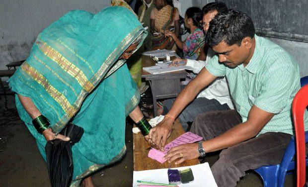 congress-party-bumper-offer-mudragada-padmanabham-