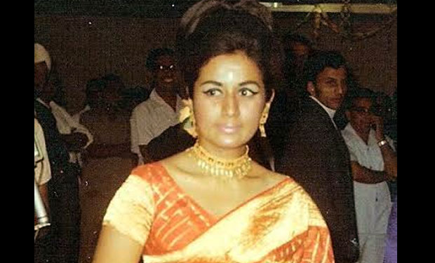 Nanda in saree at a party in 1970.