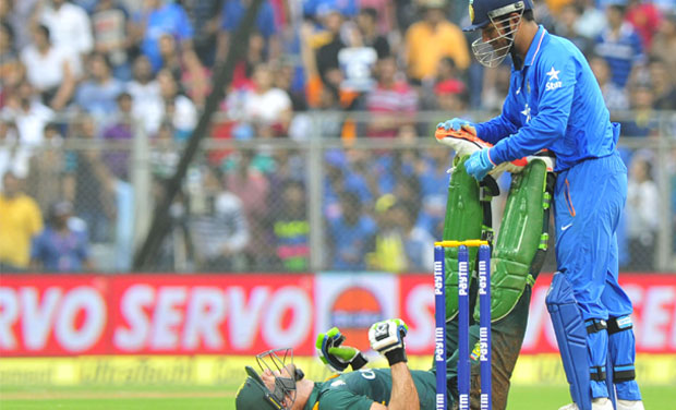 When Mahendra Singh Dhoni turned physio for Faf du Plessis