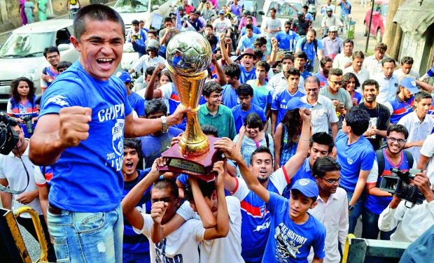 Sunil with BFC supporters (Photo: PTI)