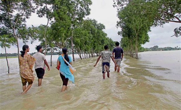 The MeT department recorded 143.2 mm rainfall in the last 24 hours till 5.30 pm today and has forecast heavy to very heavy rains in Gangetic West Bengal for another two days. (Photo: PTI)