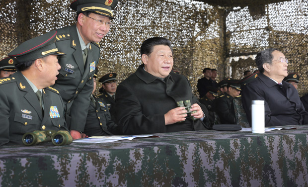 Chinese President Xi Jinping, center, watches drills of troops of the Chinese People's Liberation Army in northwest China's Xinjiang Uighur Autonomous Region. (Photo: AP Photo/Xinhua News Agency)